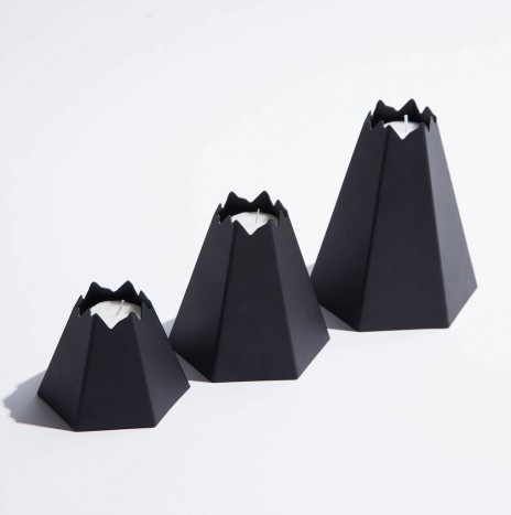 VOLCANO CANDLE HOLDER – BLACK